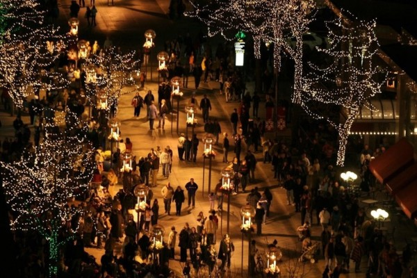 Holiday shopping on Pearl Street Mall